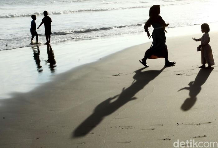 Pantai Lantik yang berada di Kabupaten Simeulue menjadi destinasi wisata menarik untuk dikunjungi di akhir pekan. Seperti apa potretnya? Lihat yuk.