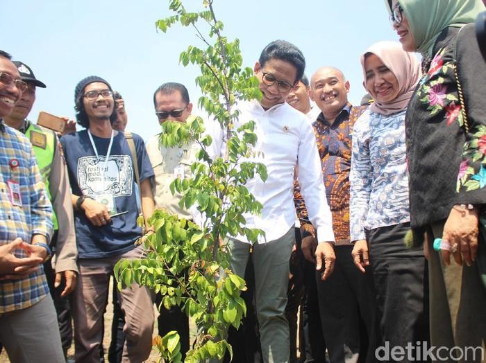 Menteri Desa PDTT, Abdul Halim Iskandar (kemeja putih)/Foto: Suparno