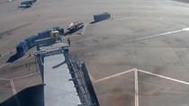 Mirip Adegan Film: Remaja Lompat dari Pesawat lalu Dikejar Polisi