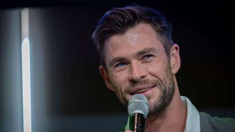 Chris Thor Hemsworth kena prank di pesawat. (Foto: Brook Mitchell/Getty Images)