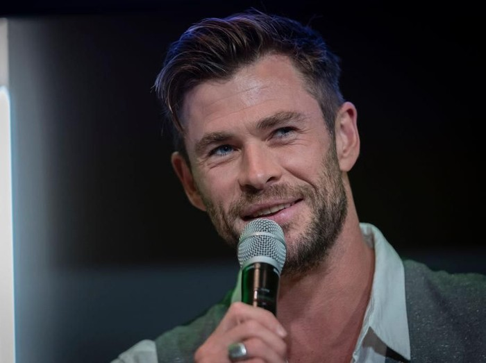 SYDNEY, AUSTRALIA - OCTOBER 30: Chris Hemsworth attends a preview of Tourism Australias latest campaign at Sydney Opera House on October 30, 2019 in Sydney, Australia. (Photo by Brook Mitchell/Getty Images)