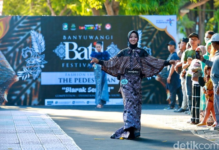 Batik On Pedestrian Banyuwangi. Foto: Ardian Fanani/Detikcom