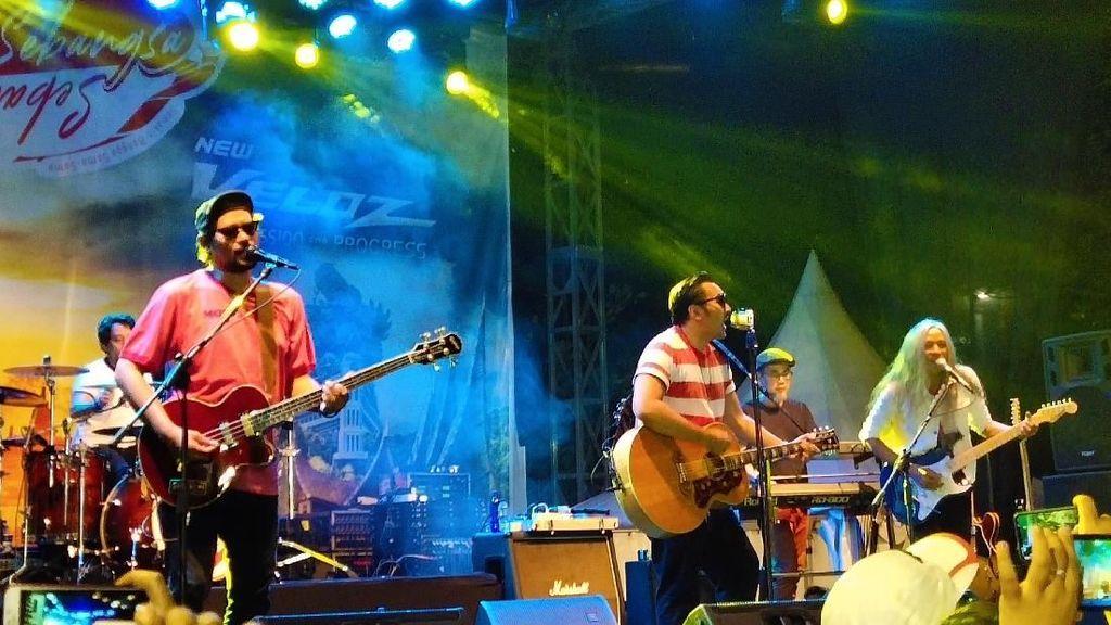 Band Naif Tutup Manis Avanza-Veloz Sebangsa di Bekasi