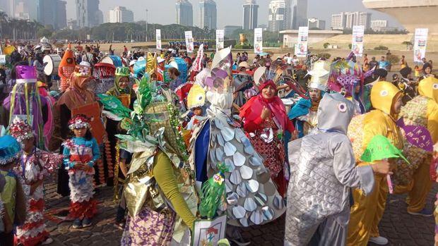 Serunya Festival Kostum Ikan KKP di Monas