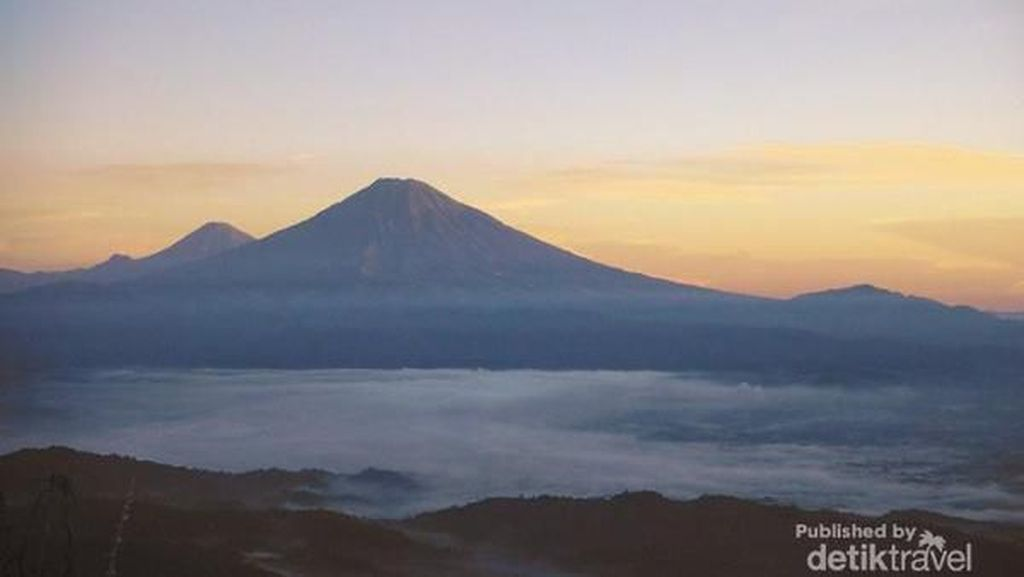 Menikmati Sunrise dan Melihat 4 Gunung dari Puncak Suroloyo Jogja