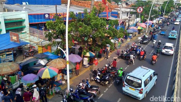 Parkir liar di Jatinegara (Bil/detikcom)