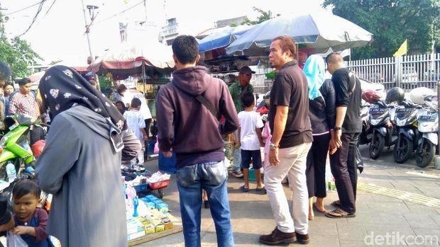 Pak Anies! Pedagang Hewan di Jatinegara Jajah Separuh Trotoar