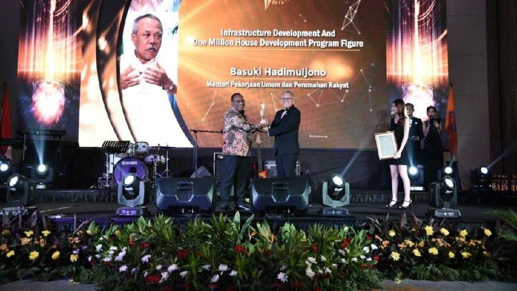 Genjot Infrastruktur dan Sejuta Rumah, Basuki Dapat Penghargaan