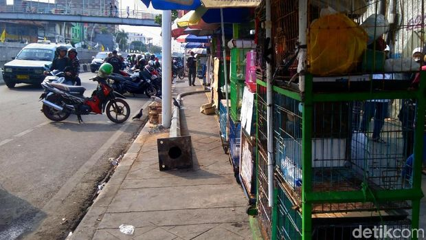 Selain PKL, Parkir Liar di Jatinegara Juga Bikin Jalanan Macet
