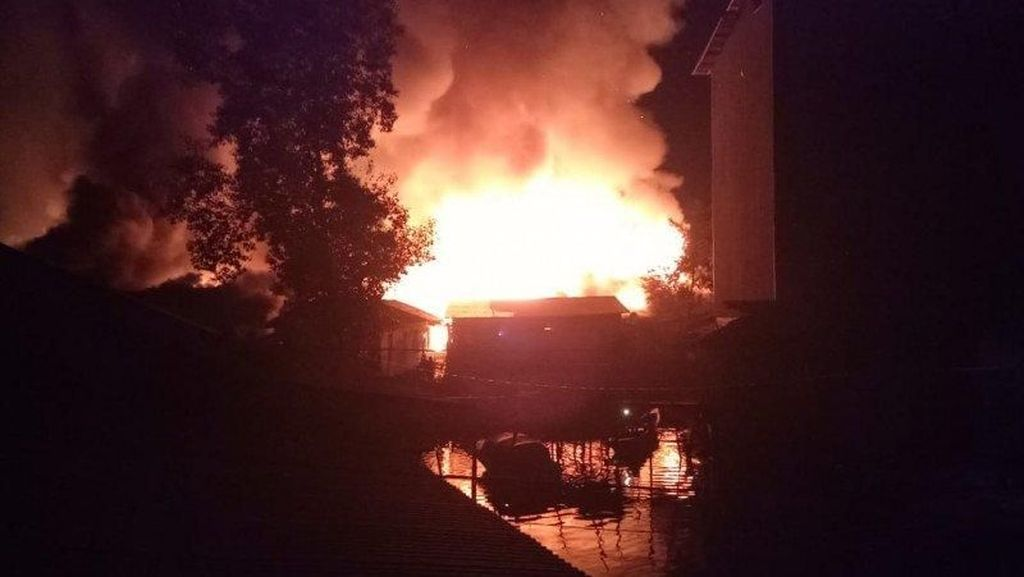 Video Api Hanguskan Ratusan Rumah di Pulau Sebuku