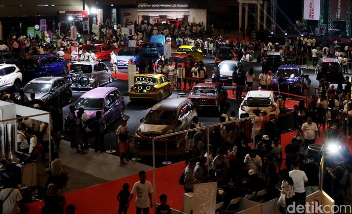 Ribuan Mobil Honda Berpesta di Jakarta