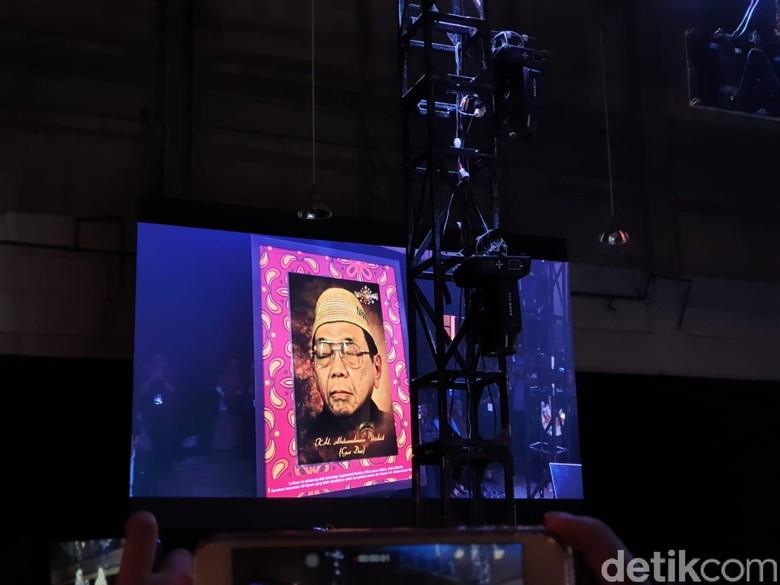 Dengan sentuhan teknologi bernama Augmented Reality (AR), Gus Dur dihidupkan kembali. Foto: detikINET/Agus Tri Haryanto