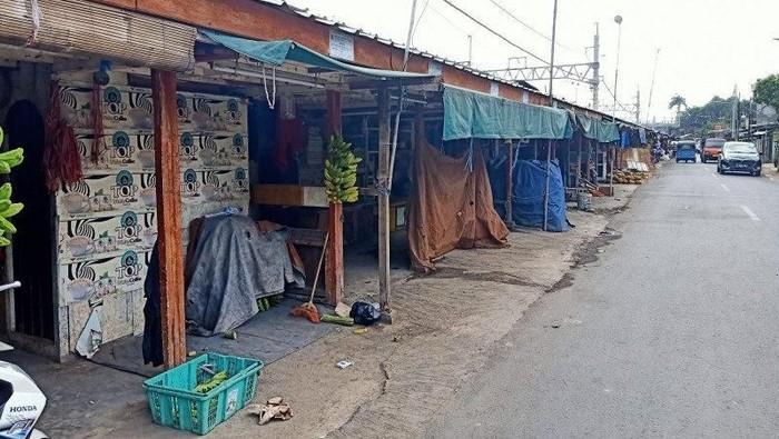Lapak pedagang pisang di Pisangan Lama. (Antara Foto)