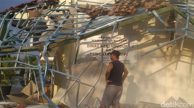 Angin Kencang Landa 5 Kecamatan di Klaten, Banyak Pohon Tumbang