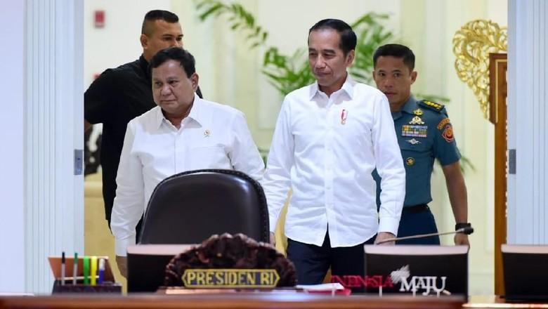 Jokowi Dipuji Bela Prabowo dari Ibu-ibu yang Ngaku Benci