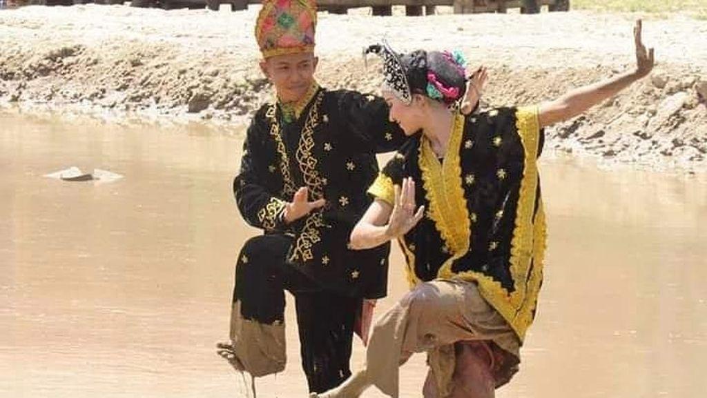 Kenalkan, Ini Tari Lumpur dari Sumbawa
