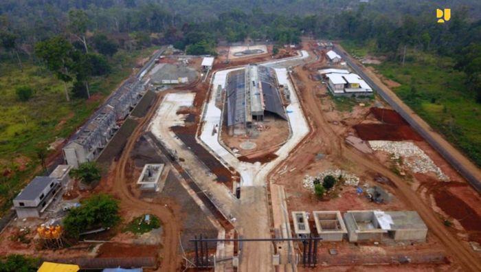 """Menteri PUPR Basuki Hadimuljono mengatakan, saat ini pelintas batas perbatasan Sota yang berjarak sekitar 80 km dari Merauke sekitar 20-25 orang setiap hari. """"Kita akan perbaiki fasilitasnya meski tidak sebesar Skouw di Jayapura, sehingga disamping fungsi pertahanan keamanan bisa menjadi tujuan orang melihat perbatasan di selatan Papua sehingga menjadi ikon baru di Timur Indonesia,"""" kata Menteri Basuki."""