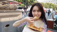 Jalan-jalan ke Kota Tua, YouTuber Korea Ini Cicip Kerak Telor dan Selendang Mayang!