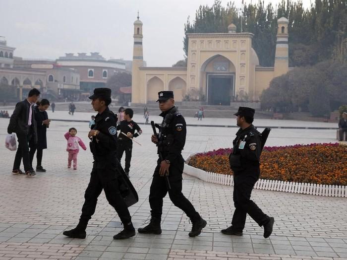 Pemerintah China klaim kamp di Xinjiang, China, tawarkan pelatihan sukarela bagi etnis Uighur. Namun, dokumen rahasia yang bocor ke publik berkata sebaliknya.