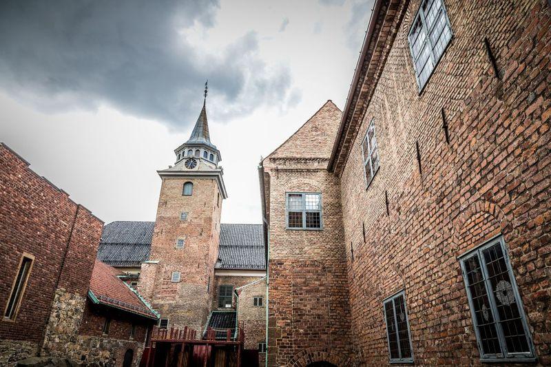 Akershus Fortress. Salah satu ikon Frozen adalah kastil Arandelle, tempat tinggal Elsa dan Anna. Desain kastilnya terinspirasi Akershus Fortress di Oslo, Norwegia. Akershus punya desain interior dan eksterior yang mirip dengan Arandelle dari kayu dan pola bata dinding kastil (Foto: iStock)