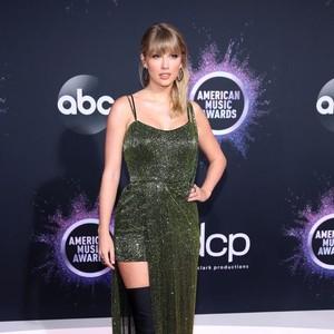 Foto: Artis dengan Busana Terbaik dan Terburuk di American Music Awards 2019
