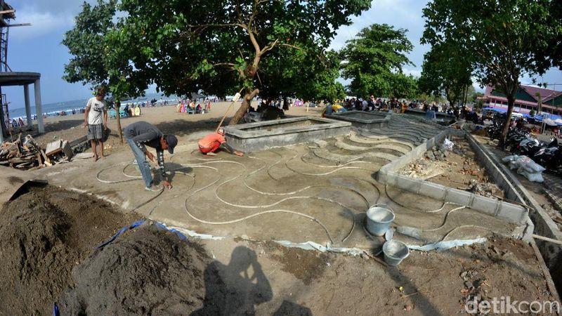Saat ini pengerjaan proyek penataan kawasan pantai timur dan pantai barat Pangandaran terus digenjot. Penataan ini untuk menyambut liburan akhir tahun dan perayaan Tahun Baru 2020 (Faizal Amiruddin/detikcom)