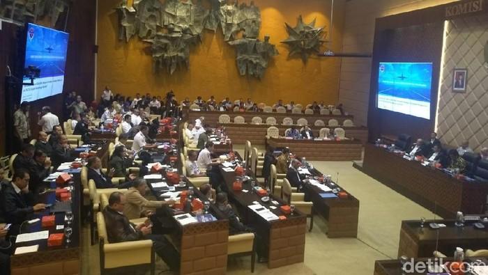 Rapat Komisi V DPR membahas hasil investigasi kecelakaan Lion Air PK-LQP. (Nur Azizah Rizki Astuti/detikcom)