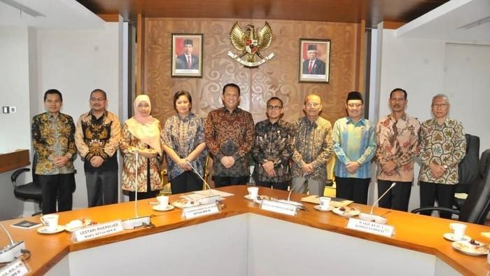 Ketua MPR bertemu Ketua KY (Zaki/detikcom)