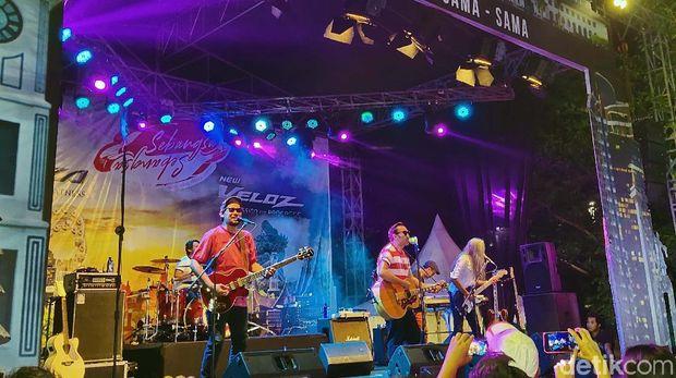 Bekasi menjadi kota terakhir yang dipilih untuk menggelar program apresiasi Toyota Avanza-Veloz Sebangsa. Aksi band Naif menutup gelaran ini.