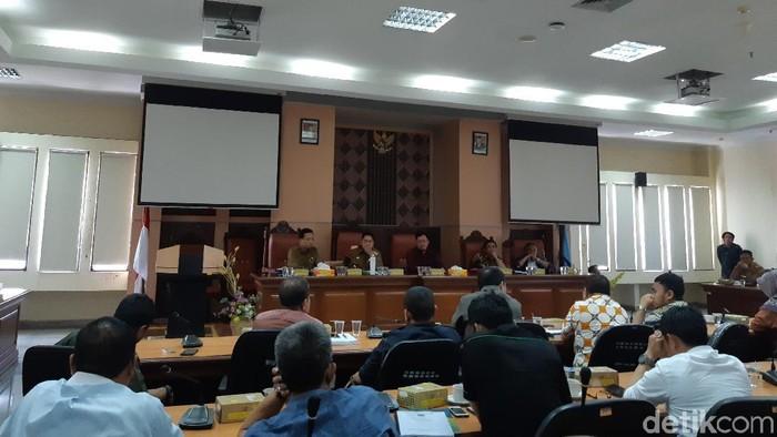 Foto: Noval Dhwinuari Antony-detikcom/ Rapat Badan Anggaran DPRD Provinsi Sulawesi Selatan (Sulsel) dengan Pemprov Sulsel