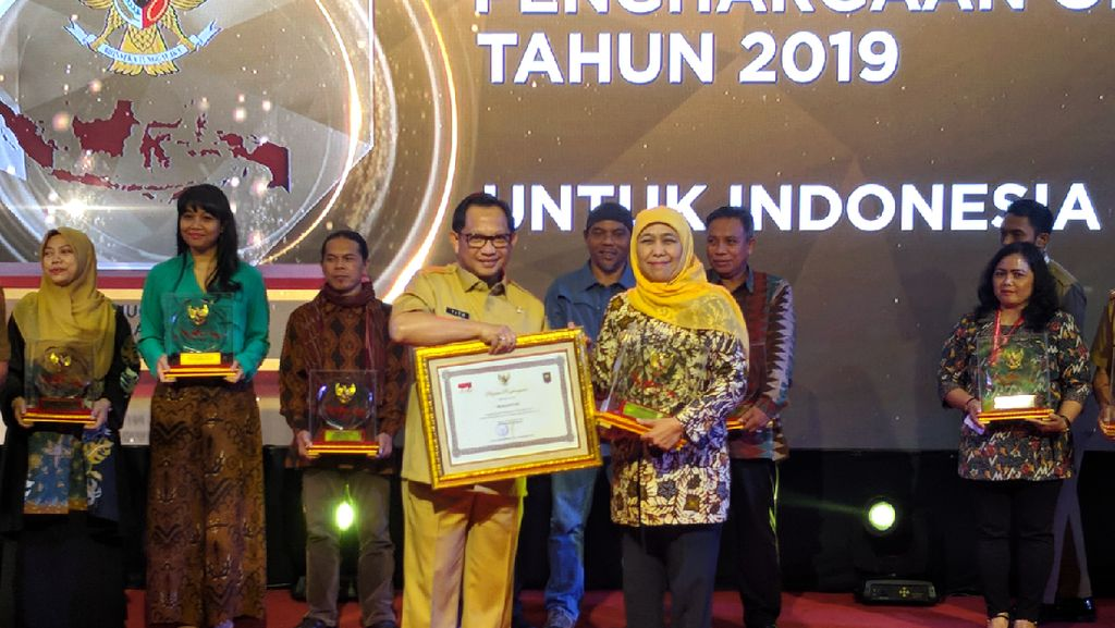 Khofifah Boyong 2 Penghargaan dari Kemendagri, Tito: Ini Bukan KKN Ya