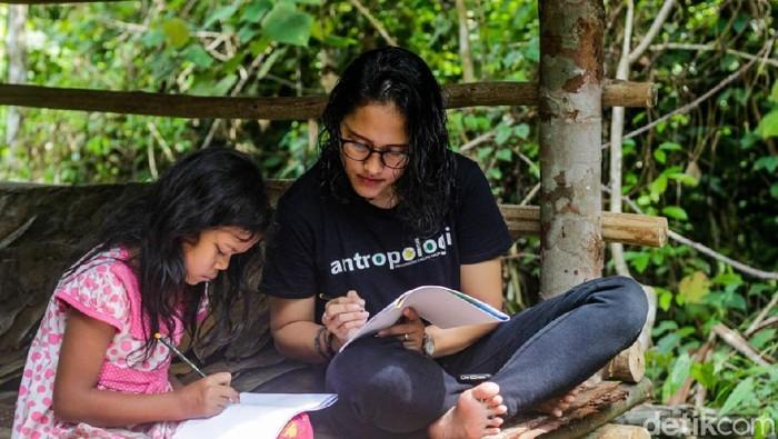 Yohana Marpaung, Guru Anak-anak Rimba di Jambi (dok ist)