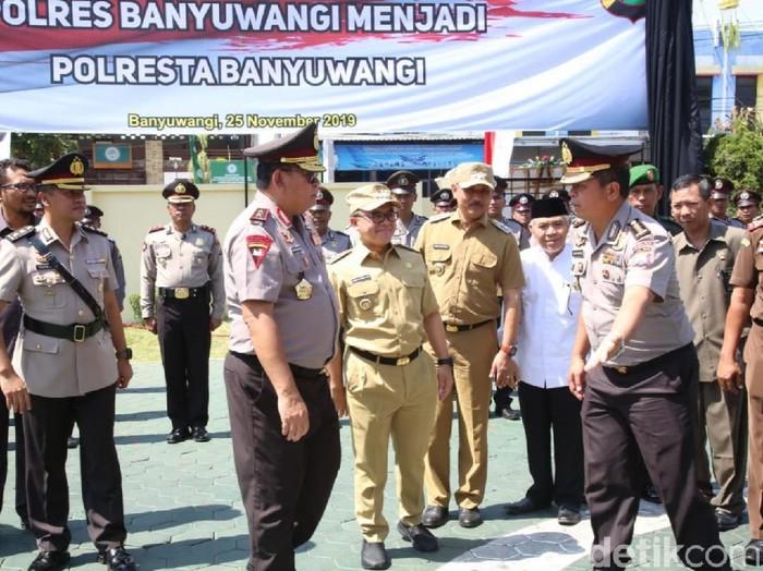 Kapolda Jatim, Bupati Anas dan Kapolres Banyuwangi (Foto: Ardian Fanani/detikcom)