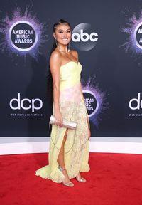 Agnez Mo di karpet merah American Music Awards 2019.