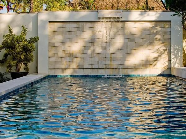 Kolam renang di vila mewah tersebut memiliki panjang 14 meter dan lebar 4 meter(dok Casa Evaliza)