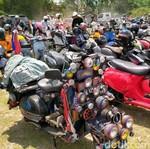 Meriah! Ratusan Scooterist Ngumpul di Candi Plaosan