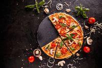 Bukan Sosis, Pizza Ini Pakai Topping Buah Kiwi
