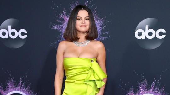 Dua Lipa Cium Anwar Hadid, Agnez Mo, Selena Gomez hingga Billie Eilish