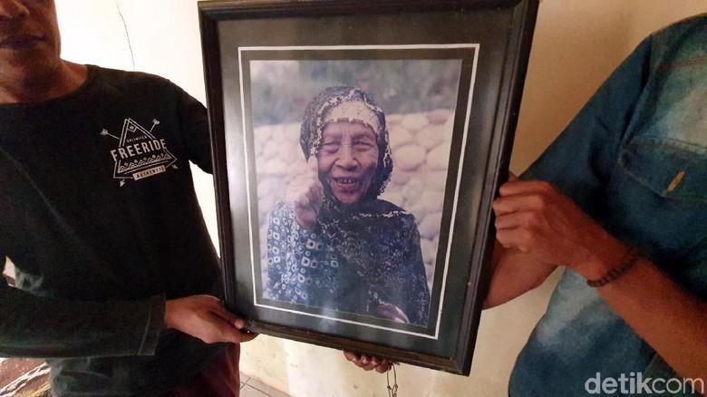Foto mendiang Mak Erot (Syahdan Alamsyah/detikcom)
