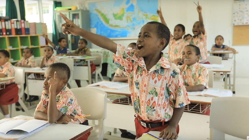 Bahagia Jadi Guru di Tanah Kelahirannya di Papua, Ini Impian Franco