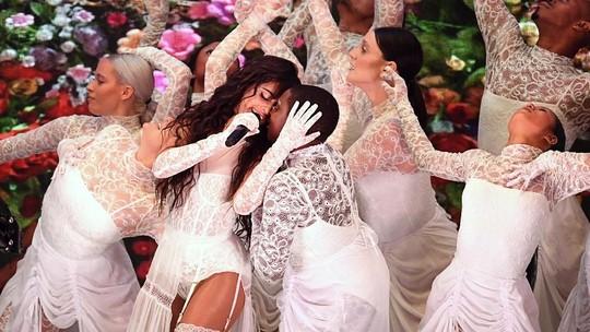 Penampilan Panas Camila Cabello di AMAs 2019