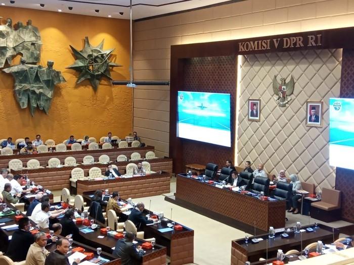 Rapat Komisi V DPR dengan Menhub. Foto: Herdi Alif Alhikam