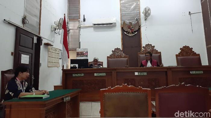 Foto: Praperadilan Tersangka kasus suap impor bawang putih, Elviyanto (Yulida-detik)