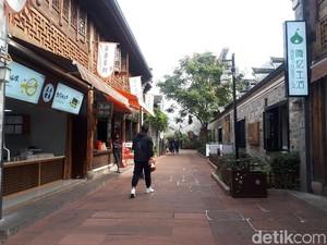 Menyusuri Nantang Old Street di Ningbo, Seolah Masuk ke Zaman China Kuno