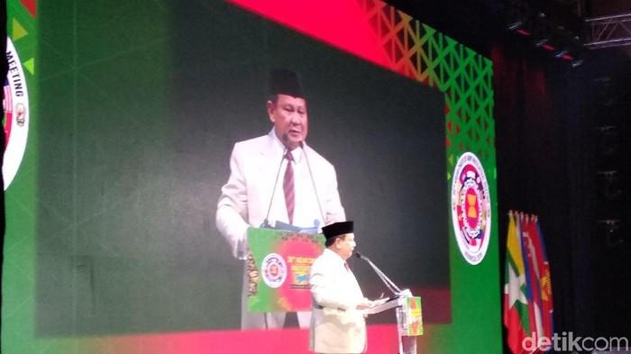 Menhan Prabowo saat membuka ASEAN Chiefs of Army Multilateral Meeting (ACAMM) ke-20 yang digelar di Trans Luxury Hotel, Jalan Gatot Soebroto, Kota Bandung, Senin (25/11/2019). (Dony Indra Ramadhan/detikcom)