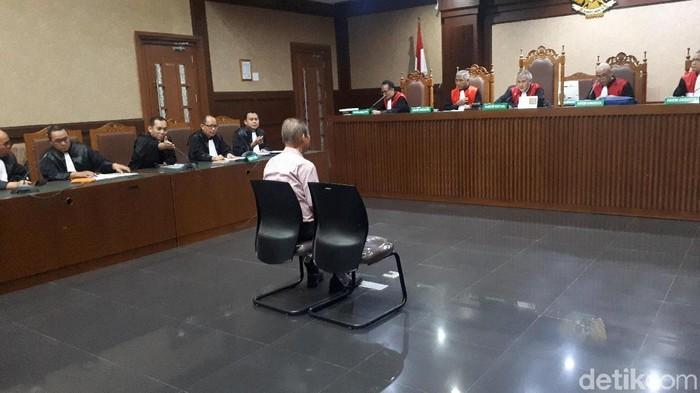 Foto: Faiq Hidayat-detikcom/ Direktur Utama PT Fajar Mulia Transindo Pieko Njotosetiadi didakwa memberikan uang suap kepada Direktur Utama PTPN III Persero Dolly Parlagutan.