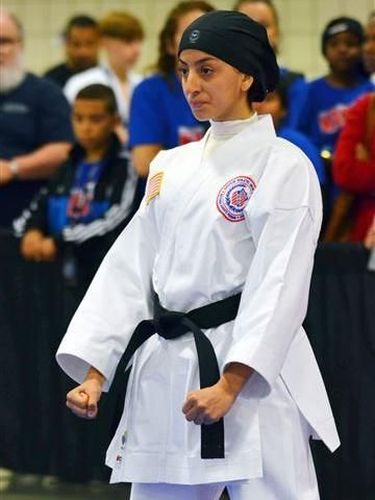 Kisah Inspiratif Hijabers 17 Tahun yang Mendobrak Kompetisi Karate di AS