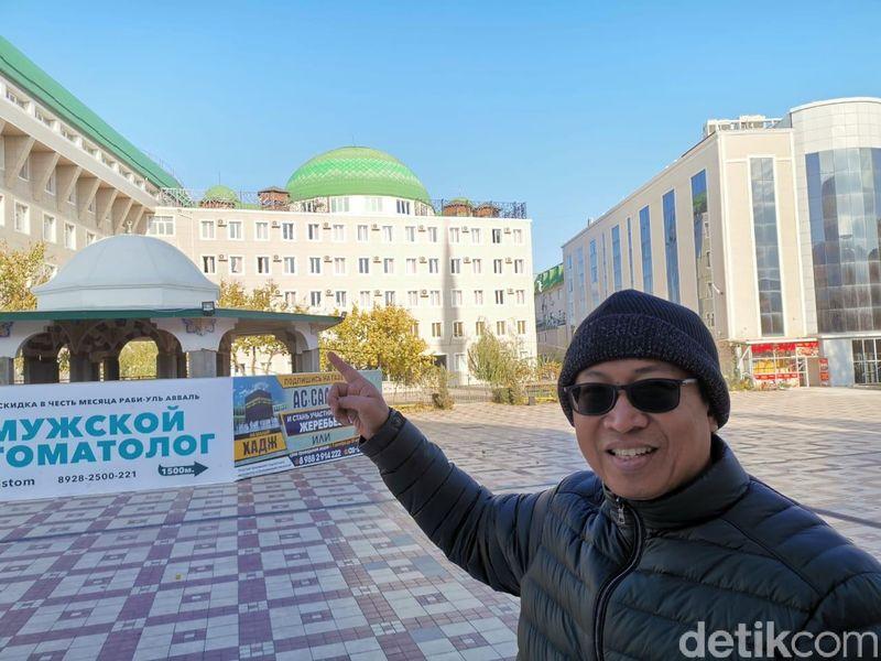 Masjid pertama yakni yang terbesar di Eropa, yakni Masjid Jami Makhachkala, Dagestan (Foto: Tim detikcom)