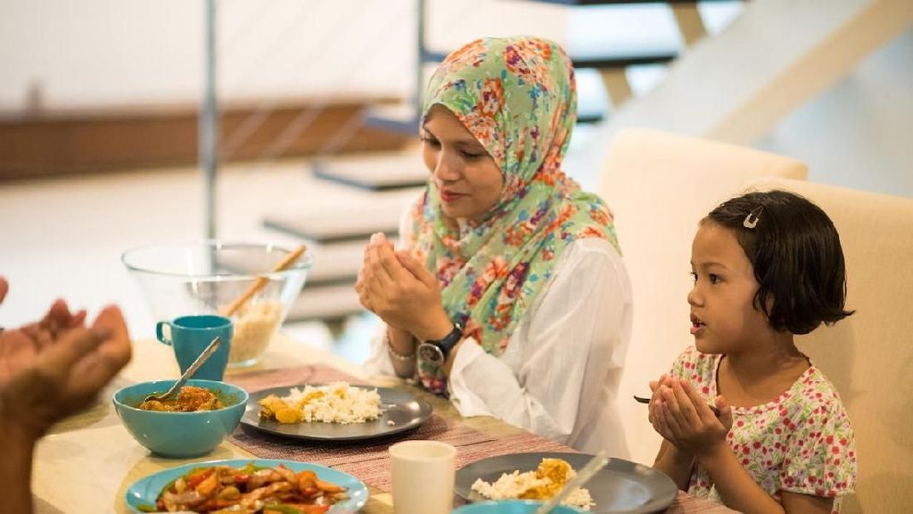 Doa Sebelum dan Sesudah Makan, Lengkap dengan Arab dan Artinya