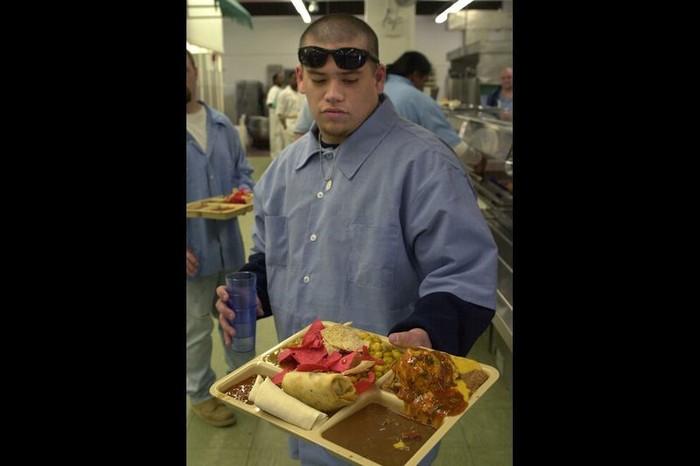 Mungkin menu makanan untuk para narapidana di penjara Iowa State Peniteniary di Fort Madison, Amerika ini terlihat menarik. Setiap harinya penjara ini memberi makan lebih dari 950 napi. Foto: STEVE POPE/AP Photo